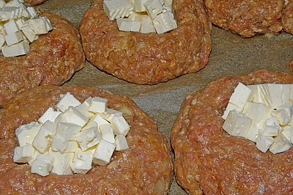 Mini - Hackbraten mit Schafskäseherz aus dem Ofen 7