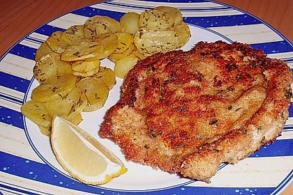 Schnitzel mit einer Parmesan - Thymian - Panade mit Rosmarinkartoffeln 3