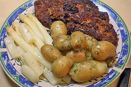 Schnitzel mit einer Parmesan - Thymian - Panade mit Rosmarinkartoffeln 13