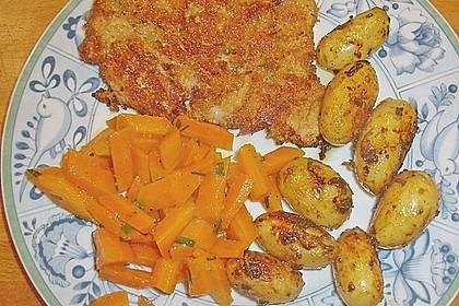 Schnitzel mit einer Parmesan - Thymian - Panade mit Rosmarinkartoffeln 10