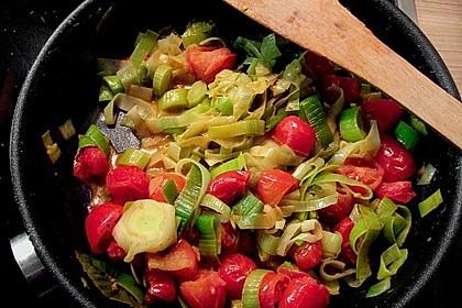 Lauchgemüse mit geschmolzenen Tomaten
