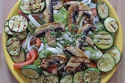 Salat mit champignons zucchini