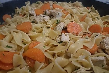 Puten - Karotten - Pfanne mit Nudeln