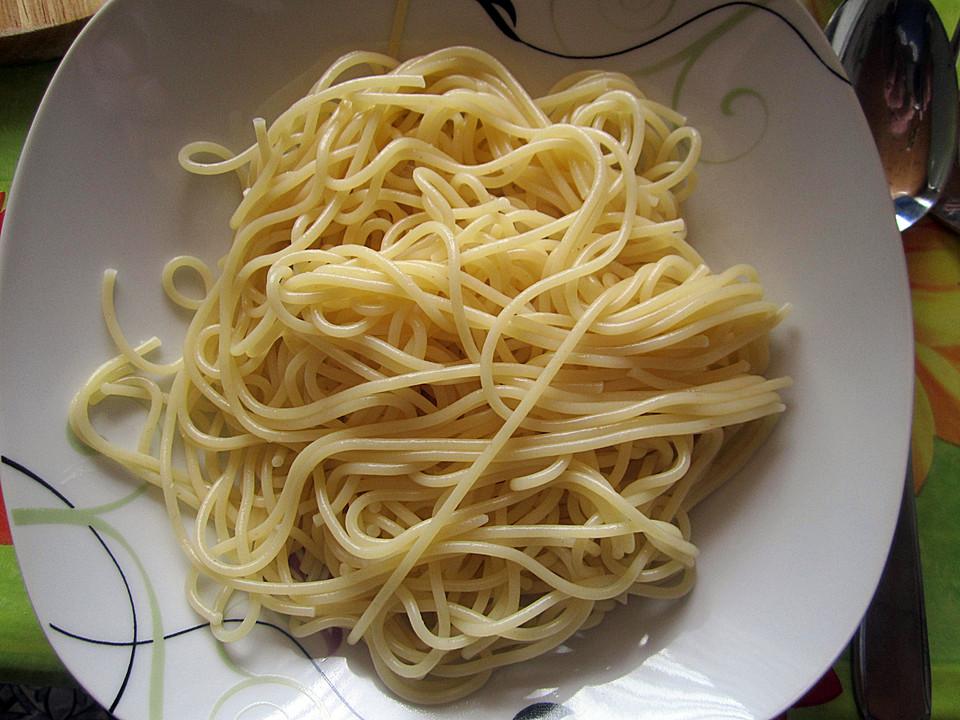 spaghetti mit fruchtiger tomatensauce rezept mit bild. Black Bedroom Furniture Sets. Home Design Ideas