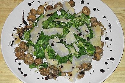 Feldsalat mit gemischten Pilzen und Parmesanspänen 3