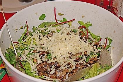 Feldsalat mit gemischten Pilzen und Parmesanspänen 2