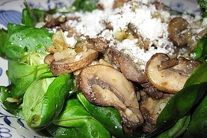 Feldsalat mit gemischten Pilzen und Parmesanspänen 1