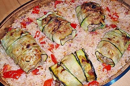 Zucchiniröllchen mit Hackfüllung auf Reis 1