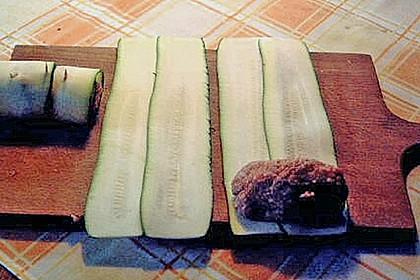 Zucchiniröllchen mit Hackfüllung auf Reis 5