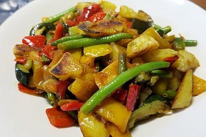 Kartoffelwürfel mit Gemüse (Bild)