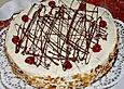 Weißer Schokoladenkuchen mit Erdbeeren