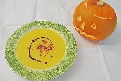 Kürbis - Apfel - Suppe mit Kartoffel - Speck - Croûtons 1