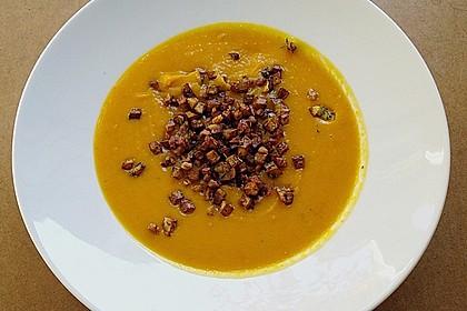 Kürbis - Apfel - Suppe mit Kartoffel - Speck - Croûtons 6