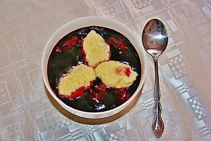 Friesische Holundersuppe mit Grießklößen 4