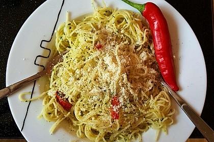 Spaghettini aglio, olio e peperoncino 36