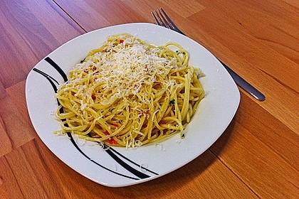 Spaghettini aglio, olio e peperoncino 24