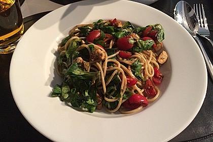 Warmer Feldsalat mit Nudeln