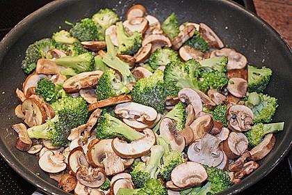 Penne mit Brokkoli und Pilzen 10