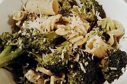 Penne mit Brokkoli und Pilzen 3