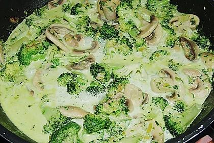 Penne mit Brokkoli und Pilzen 11