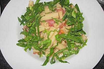 Pasta mit Schinken und Spinat in Thymiansauce