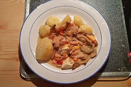 Eier auf Kartoffeln und Champignons 2