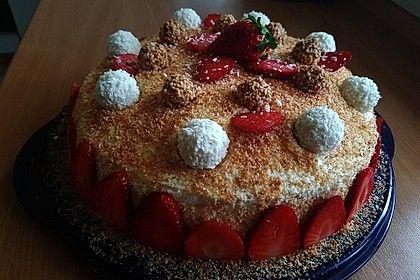 Erdbeer-Raffaello-Torte 9