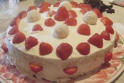 Erdbeer-Raffaello-Torte 198