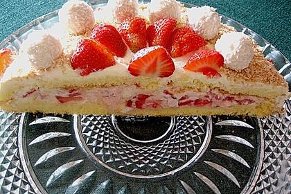 Erdbeer-Raffaello-Torte 110