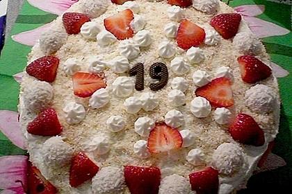 Erdbeer-Raffaello-Torte 220