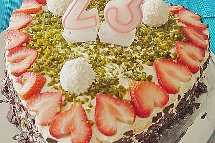 Erdbeer-Raffaello-Torte 136