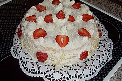 Erdbeer-Raffaello-Torte 171