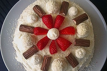Erdbeer-Raffaello-Torte 43
