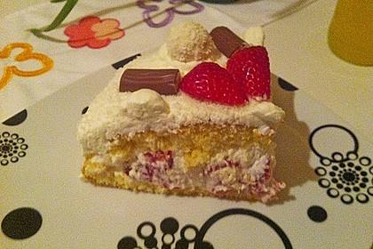 Erdbeer-Raffaello-Torte 214