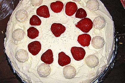 Erdbeer-Raffaello-Torte 167