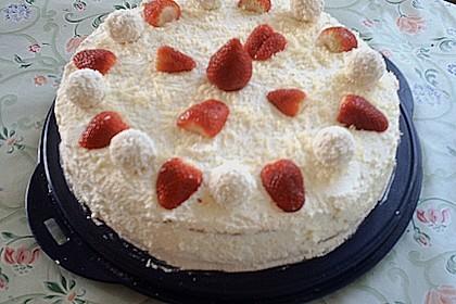 Erdbeer-Raffaello-Torte 210