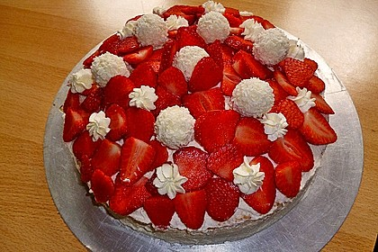 Erdbeer-Raffaello-Torte 83