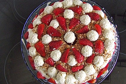 Erdbeer-Raffaello-Torte 76