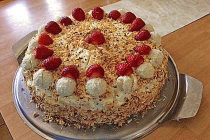 Erdbeer-Raffaello-Torte 85