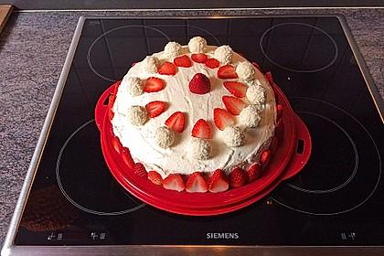 Erdbeer-Raffaello-Torte 45