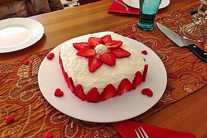 Erdbeer-Raffaello-Torte 10