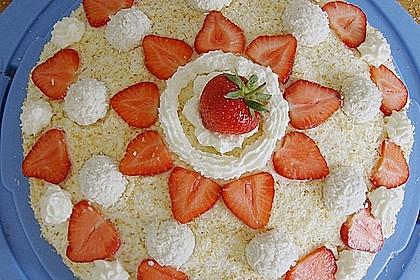 Erdbeer-Raffaello-Torte 26