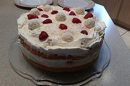 Erdbeer-Raffaello-Torte 154