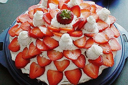 Erdbeer-Raffaello-Torte 11