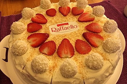 Erdbeer-Raffaello-Torte 56