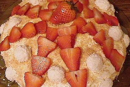 Erdbeer-Raffaello-Torte 216