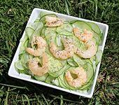Gurkensalat mit Garnelen (Bild)