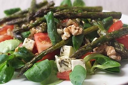 Salatvariation mit gebratenem Spargel