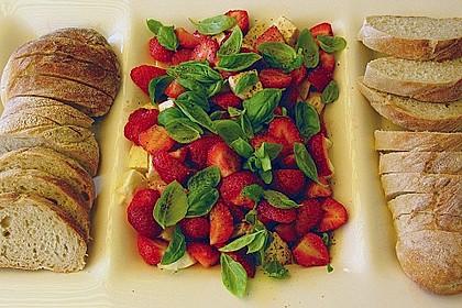 Erdbeeren mit Mozzarella und Basilikum 1