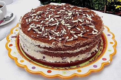 Schnelle Tiramisu - Torte mit Kirschen 7